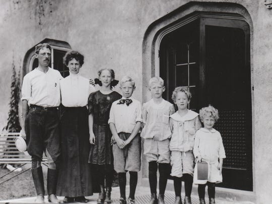 Fred and Ida Pabst pose with their children around 1908.