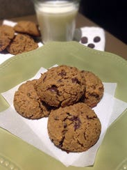 These gluten-free chocolate chip cookies are made with