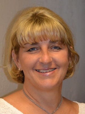 Elaine Poker-Yount writes the Sandwich Generation column for Community sections.