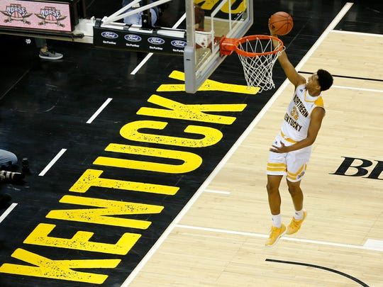 Northern Kentucky Norse guard Dantez Walton (32) breaks