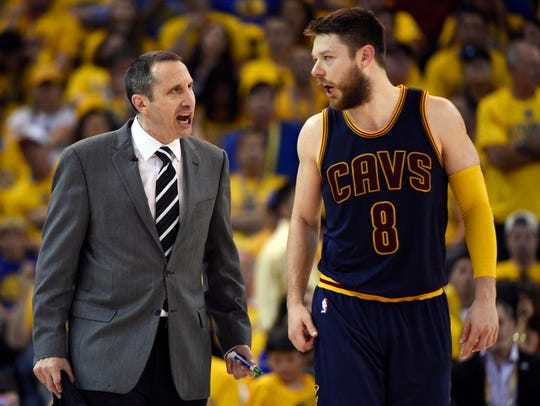 Cleveland Cavaliers head coach David Blatt talks to