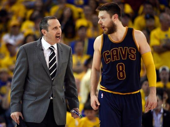 Cleveland Cavaliers head coach David Blatt talks to