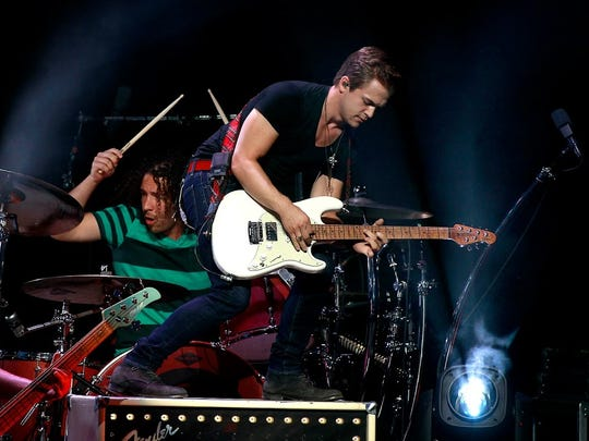 Hunter Hayes opens for Lady Antebellum on their Wheels