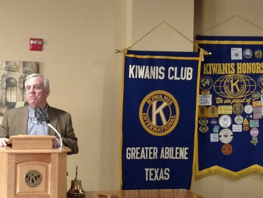 Former Abilene mayor Norm Archibald addresses the Kiwanis