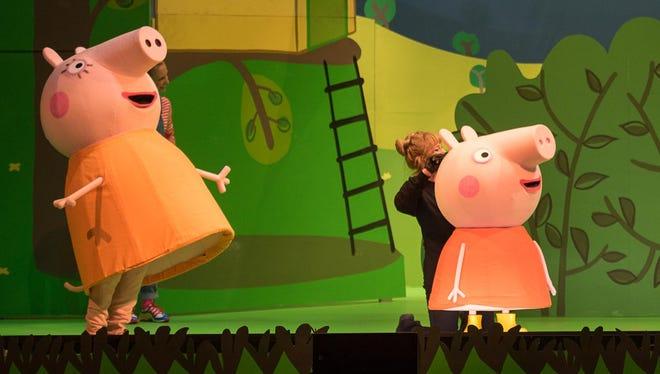 "Mummy Pig (Amber Scott Jones), Peppa Pig (Lib Campbell), George Pig (Brenna Larsen), Daddy Pig (Evan Michael Pinsonnault) and Suzy Sheep (Cristina Gerla) share adventures in ""Peppa Pig's Big Splash."""