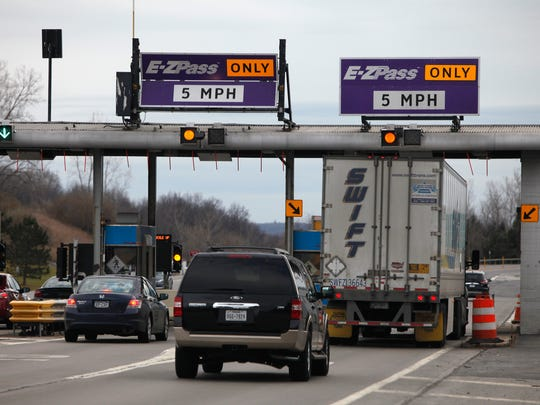 These are the E-ZPass lanes at NYS Thruway exit 45 from RT 490.