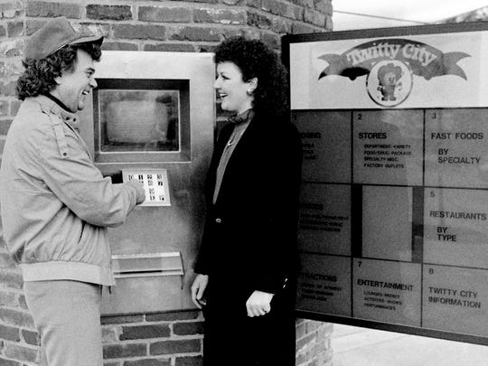 Country music star Conway Twitty shows Susan Andrews,