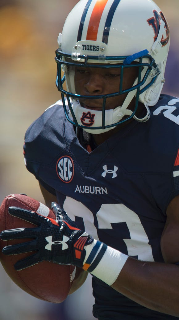 Auburn Tigers defensive back Johnathan Ford (23) catches