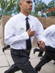 Edgar Torres, recluta de la Policía de Phoenix.
