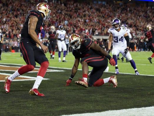 San Francisco 49ers running back Carlos Hyde (28) celebrate