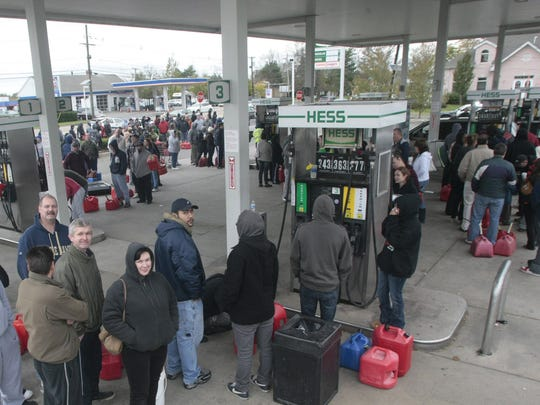 Hundreds of customers lined up at an East Brunswick Hess gas station on Oct. 31, 2012.  ASBURY PARK PRESS FILE PHOTO East Brunswick, NJ  -  Hundreds line up for gasoline at the Hess station on Route 18 North in the afternoon of Wednesday, October 31, 2012.  (AUGUSTO F. MENEZES/Staff Photographer/Home News Tribune) METRO.     NJ SANDY 103112