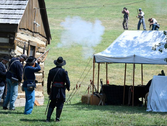 Union troops defending Newburgh and Confederate raiders