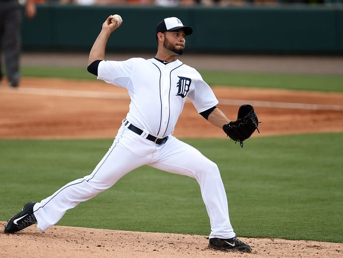 Anibal Sanchez #19 of the Detroit Tigers throws a pitch