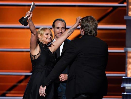 "Miranda Lambert wins Song of the Year for ""Tin Man"""