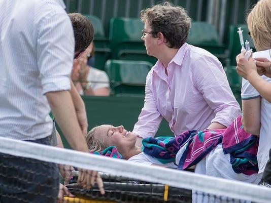 2017-07-06-Bethanie Mattek-Sands-stretcher
