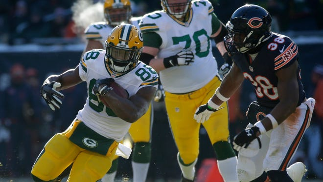 Green Bay Packers running back Ty Montgomery (88) bursts through the Chicago Bears defense for a 36 yard gain.