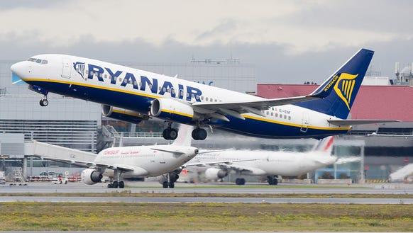 A Ryanair Boeing 737-800 departs Toulouse-Blagnac International