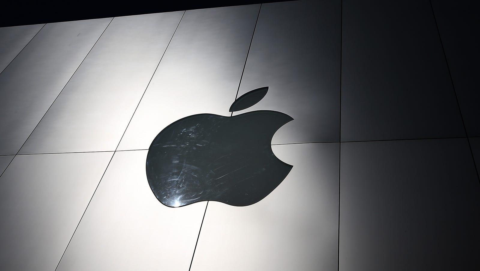 Armed robber strikes Apple store at Scottsdale Quarter