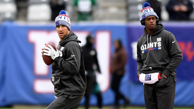New York Giants quarterbacks Eli Manning, left, and Geno Smith warm up before the Giants face the Philaldephia Eagles in East Rutherford, NJ on Sunday, December 17, 2017.