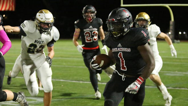 10/20/2017  20030364A  Allendale, N.J.  Northern Highland RB #1 Mario Agyen runs the ball during 2nd quarter of High School Football featuring Old Tappan HS at Northern Highlands HS.  Jim Alcorn/Special to NorthJersey.com