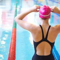 woman on start of swimming