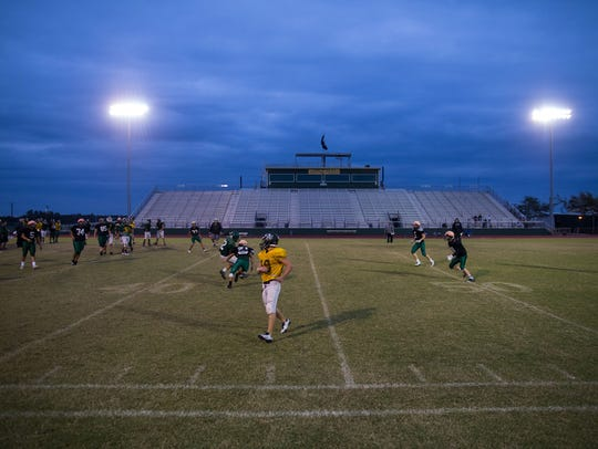 Rockport-Fulton runs plays during practice at Pirate