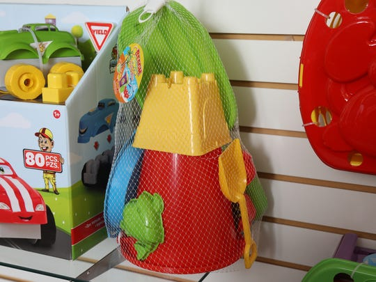 Beach toys that come together in a net bag, one of the toys developed and sold by Amloid.