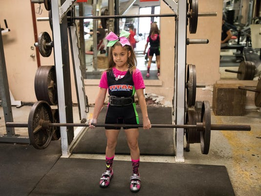 374966002-Powerlifter-girl-4.jpg