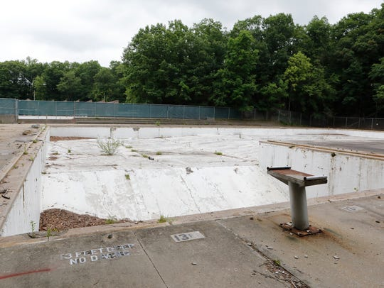 Sprain Ridge in Yonkers is a complex of two pools: