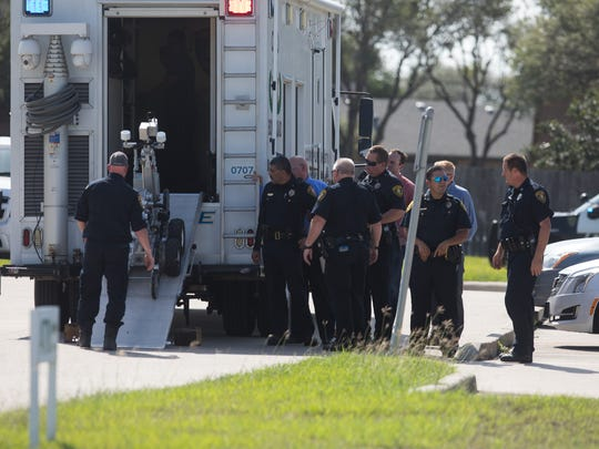 Corpus Christi bomb squad respond to robbery at Gulf Coast Federal Credit Union on Friday, June 22, 2018.