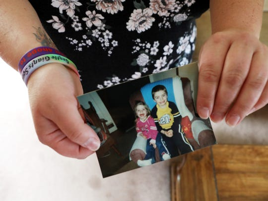 Corri Willison holds a picture of Alivia Gentile and