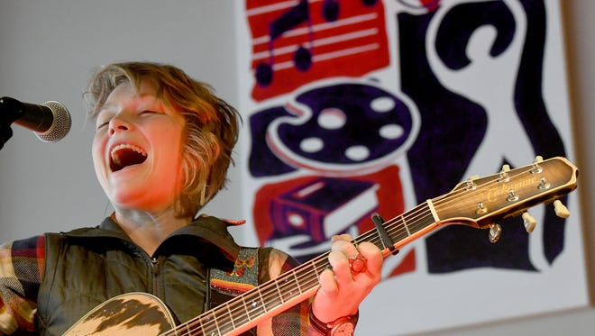 Crystal Bowersox performs Thursday afternoon for children at the Richland Academy of the Arts.