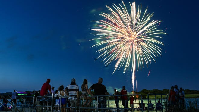 Crowds gather on the dock to watch the fireworks at the eighth annual Lights on the Lake at Pecan Grove Park in 2017. Van Alstyne will have its annual fireworks show at 6 p.m. July 4.