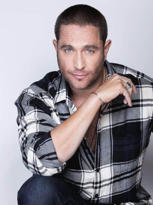 """El actor Michel Brown se declara """"fascinado"""" con tres personajes cruzados"""