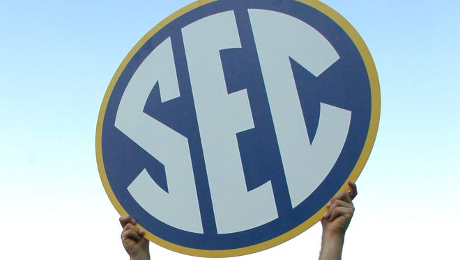 LSU's Alden Cartwright (32) holds up the SEC sign after they defeated Florida 2-0 at the Southeastern Conference NCAA college baseball tournament on Sunday, May 25, 2014, in Hoover, Ala.