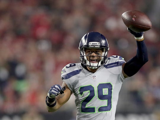 GLENDALE, AZ - OCTOBER 23:  Free safety Earl Thomas #29 of the Seattle Seahawks reacts during the NFL game against the Arizona Cardinals at the University of Phoenix Stadium on October 23, 2016 in Glendale, Arizona.  (Photo by Christian Petersen/Getty Images)