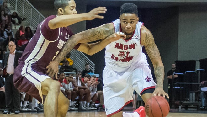 Ragin Cajuns forward Shawn Long (21) drives to the bucket as the UL Ragin Cajuns men's basketball team play the Texas State Bobcats on Thursday Jan. 28, 2016.