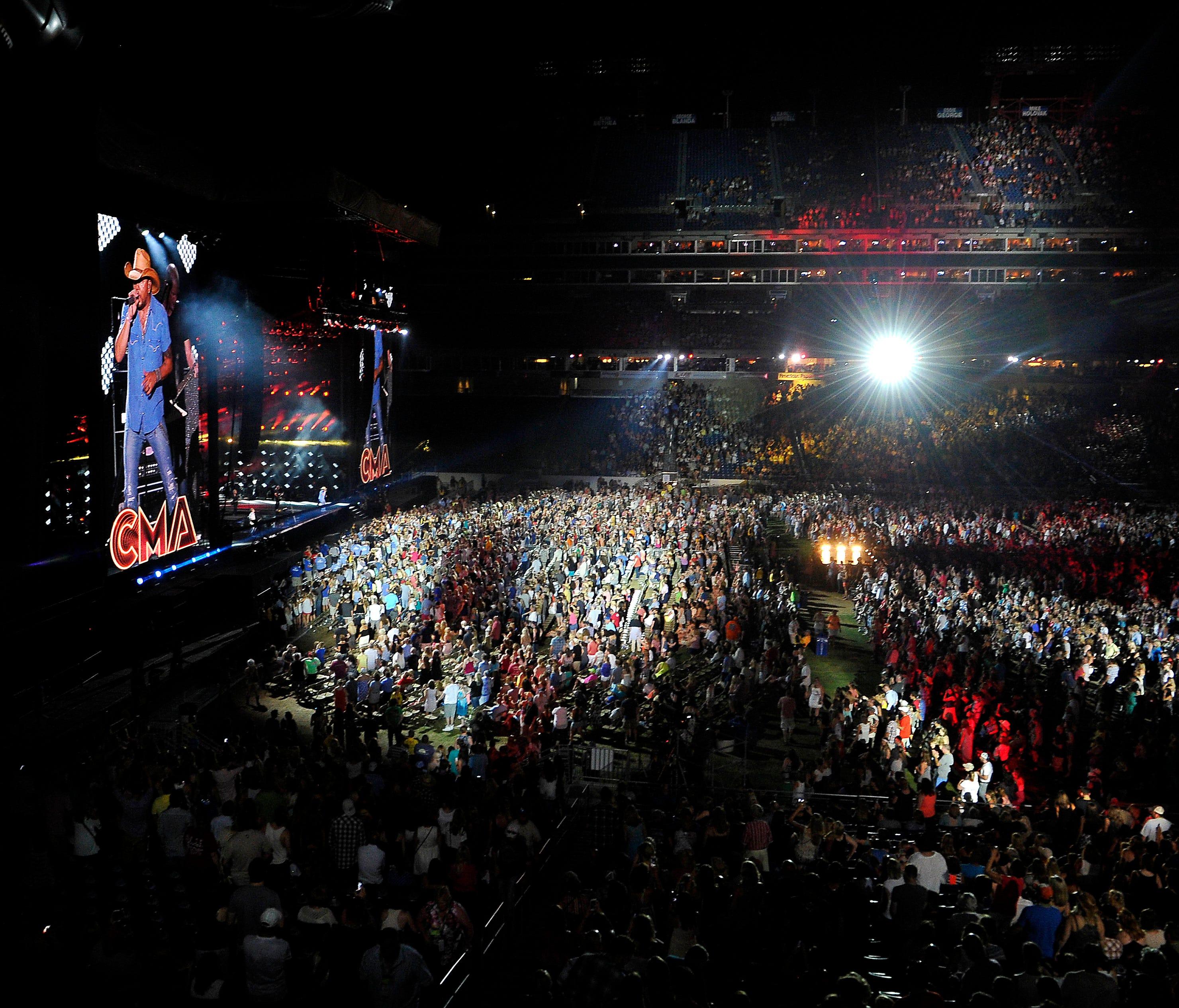 Cma Fest Becomes Nashville Music Financial Superstar Wfmynews2