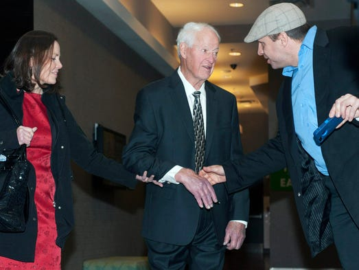 Hockey legend Gordie Howe speaks with a fan as he leaves