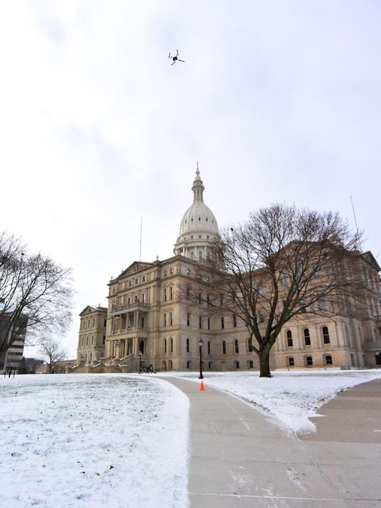 file_michigan-capitol-winter