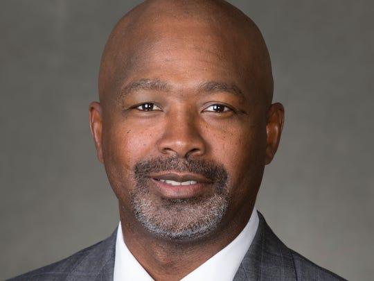 UW wide receivers coach Ted Gilmore.