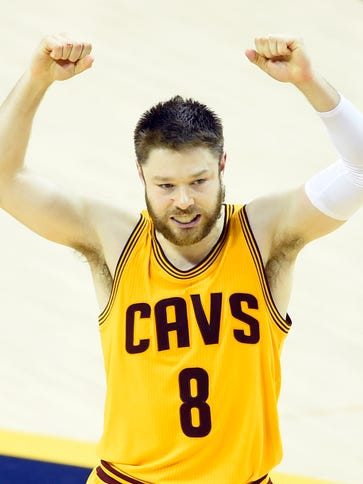Cavaliers guard Matthew Dellavedova agreed to a one-year