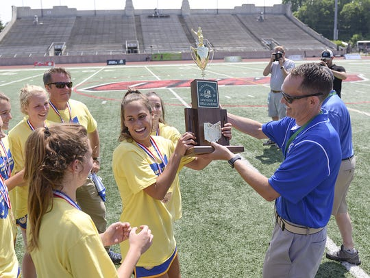 Mariemont's Courtney Robinson accepts the championship