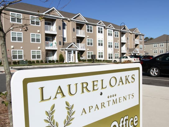 Exterior of the Laurel Oaks apartment complex on North