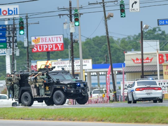 Baton Rouge Police SWAT team respond to apprehend shooting suspect near Hammond Aire Shopping Center.  July, 17, 2016.