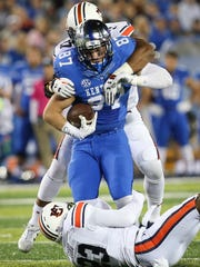 Kentucky tight end C.J. Conrad is tackled by Auburn