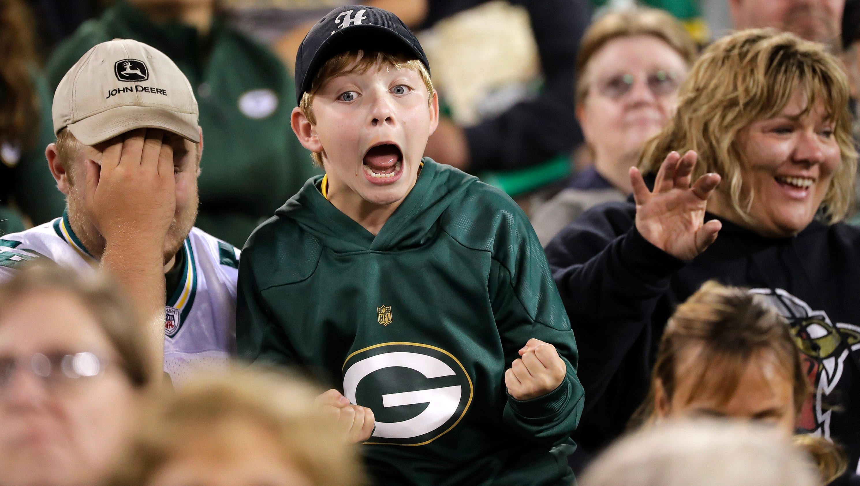 636375731955572202-gpg-packersfamilynight-080517-abw1439