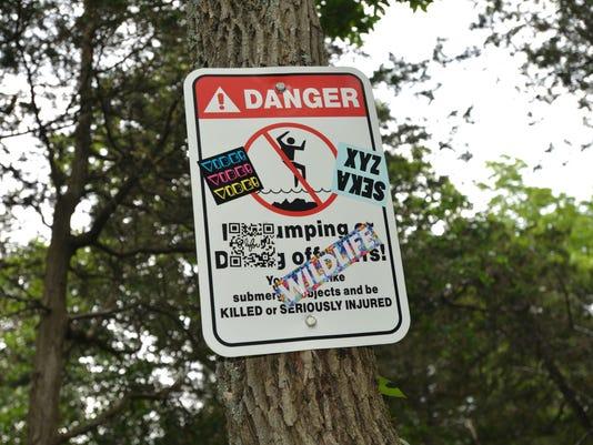 -2015 July 15 Redrocks No Diving Sign.jpg_20150714.jpg