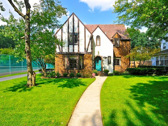 Commissioned by famed University of Notre Dame football coach Knute Rockne in 1929, this home is located in the highly sought East Wayne Street Historic district. The home is just a few miles from the University of Notre Dame campus and the revitalized South Bend downtown.