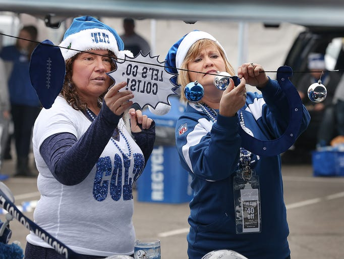 Indianapolis Colts fan Mary Paige and Missy Conner